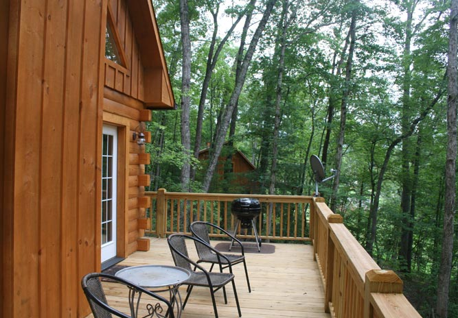 Woodlands cabin #2 deck and grill @ Rock Creek Cabins