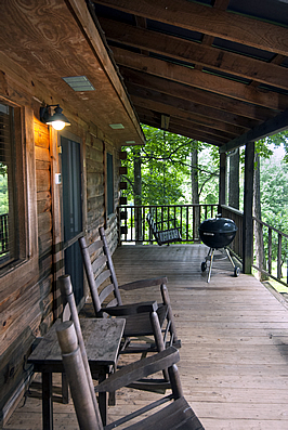 Watkins cabin covered front porch @ Rock Creek Cabins